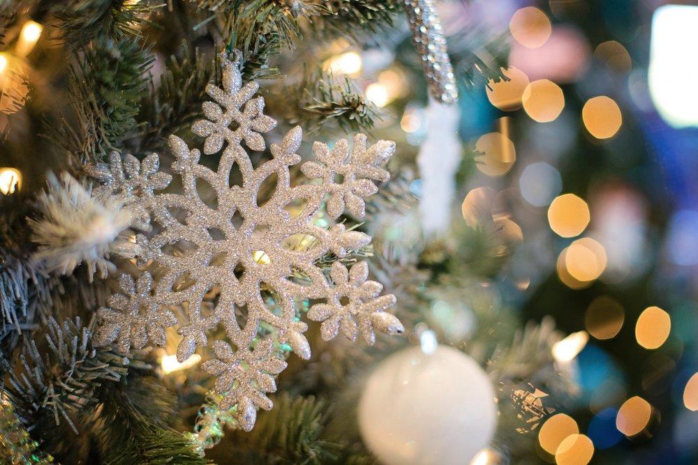 Bílá vánoční ozdoba - sněhová vločka